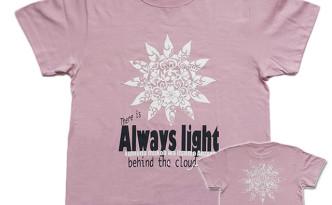 雲の向こうはいつも青空「モーブ」Tシャツ